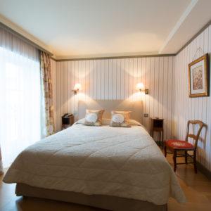 IMG_15068493_Chambre hotel Bruno Chartron Saint-donat-Sur-L'Herbasse Drome