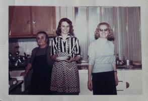 Delphine, Claude et Paulette dans la cuisine de l'hôtel restaurant Chartron