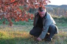 Bruno Chartron dans la truffière